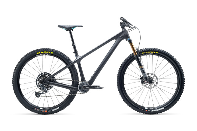 Modelo en negro de la nueva gama Yeti ARC 2021